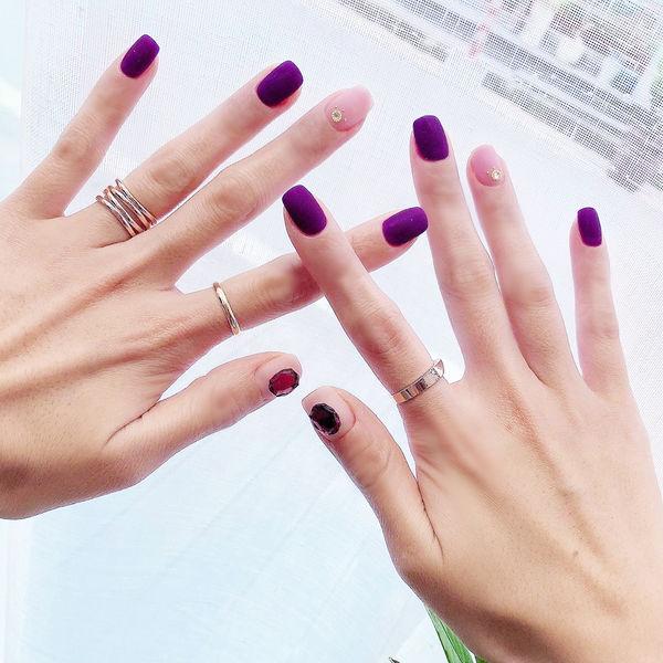 方圆形紫色裸色磨砂钻美甲图片