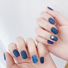 方圆形蓝色磨砂美甲图片