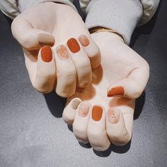 圆形焦糖色裸色晕染金箔显白短指甲全国连锁日式学校学美甲加微信:mjbyxs15美甲图片