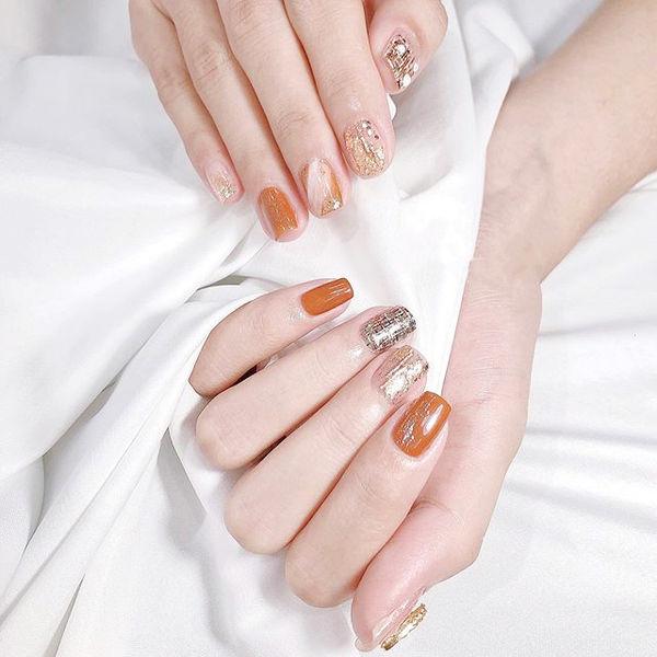 方圆形橙色银色晕染美甲图片