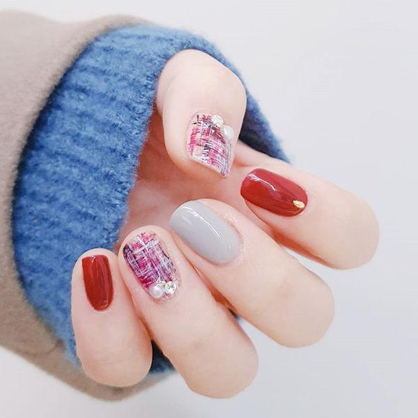 圆形红色裸色手绘毛呢珍珠全国连锁日式学校学美甲加微信:mjbyxs15美甲图片