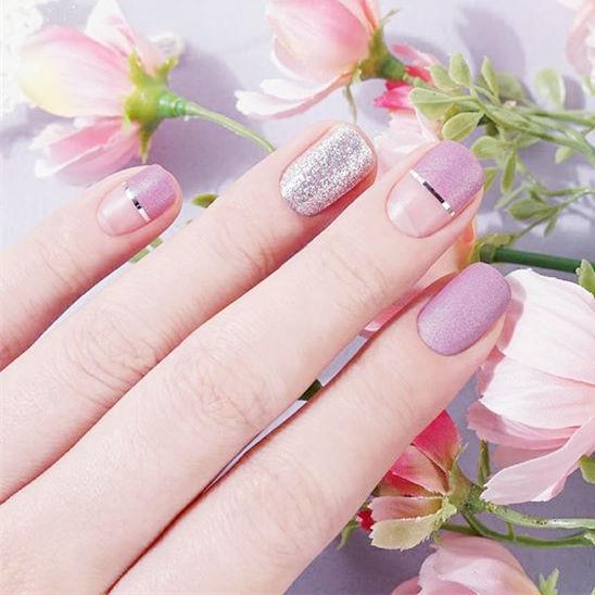 方圆形粉色银色金银线平法式美甲图片