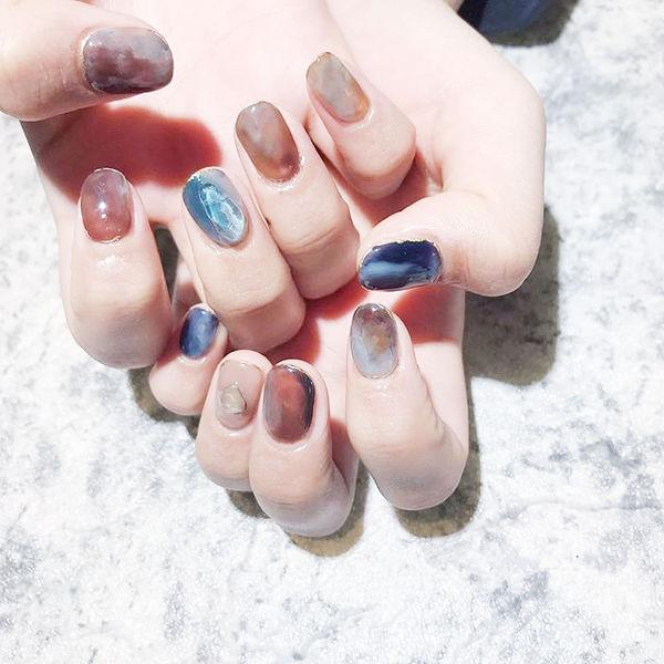 圆形棕色蓝色晕染全国连锁日式学校学美甲加微信:mjbyxs15美甲图片