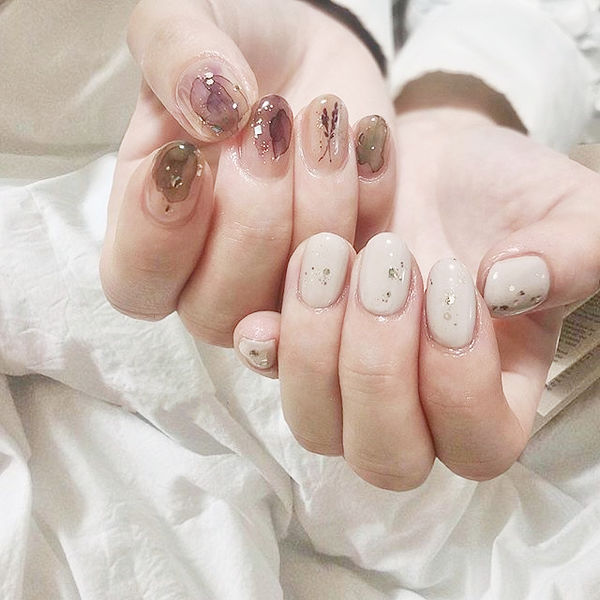 圆形白色裸色紫色晕染全国连锁日式学校学美甲加微信:mjbyxs15美甲图片