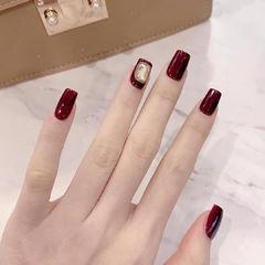 方圆形酒红色钻新娘美甲图片