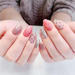 圆形粉色银色裸色心形波点镜面美甲图片
