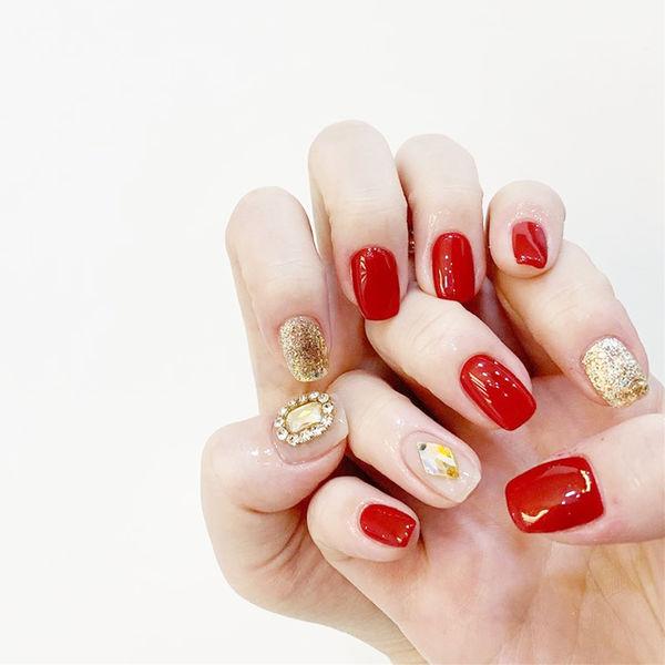方圆形红色金色钻新娘美甲图片