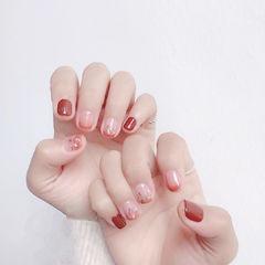 方圆形红色渐变贝壳片短指甲美甲图片