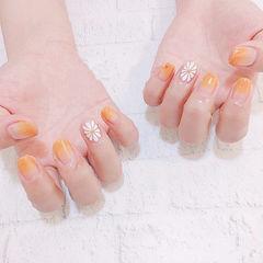 方圆形橙色白色渐变手绘花朵美甲图片