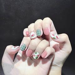 圆形粉色绿色手绘水果西瓜格纹磨砂美甲图片