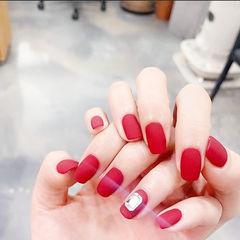 方圆形红色钻磨砂显白美甲图片