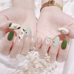 圆形绿色白色手绘水果牛油果全国连锁日式学校学美甲加微信:mjbyxs15美甲图片