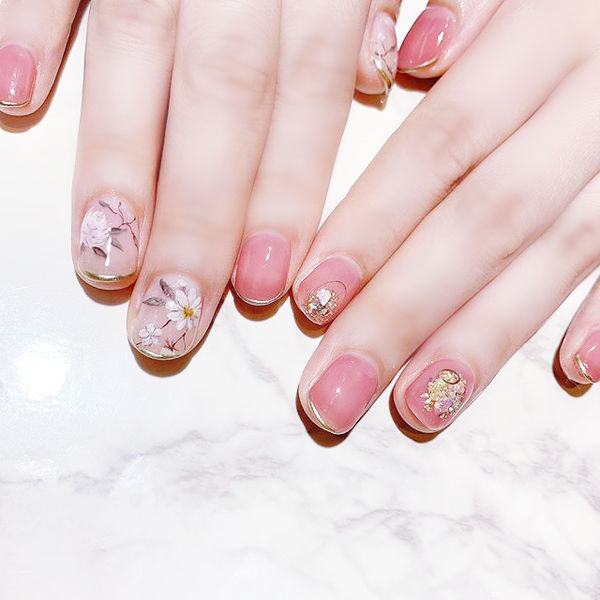 圆形粉色渐变手绘花朵全国连锁日式学校学美甲加微信:mjbyxs15美甲图片