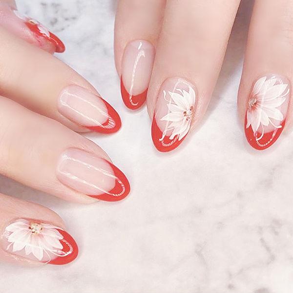 圆形红色白色手绘花朵法式全国连锁日式学校学美甲加微信:mjbyxs15美甲图片