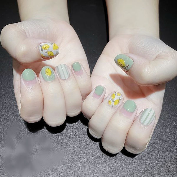 圆形绿色手绘水果柠檬圆法式美甲图片