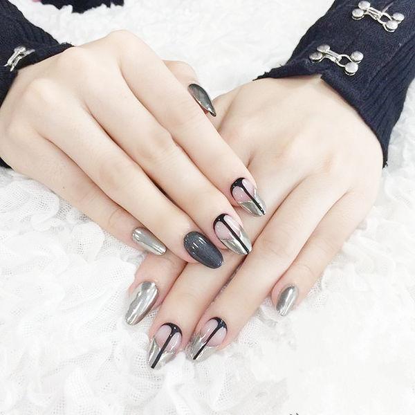 圆形黑色银色线条法式镜面美甲图片