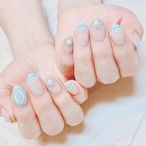 圆形蓝色法式珍珠全国连锁日式学校学美甲加微信:mjbyxs15美甲图片