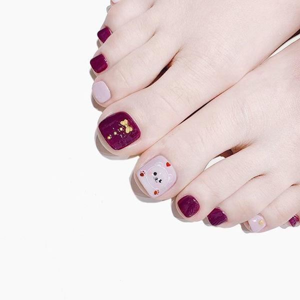 脚部紫色可爱美甲图片