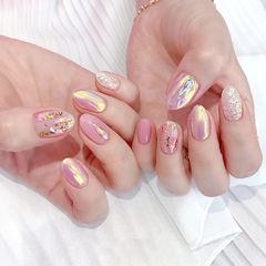 粉色闪粉珠光镭射极光色美甲图片