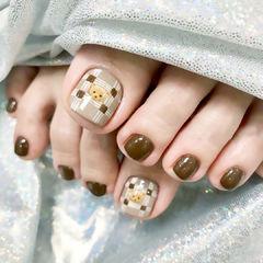 棕色小熊脚甲可爱美甲图片