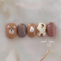 棕色小熊美甲图片