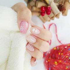 圣诞粉色美甲图片