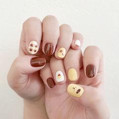 棕色黄色小熊美甲图片