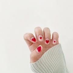 红色心形美甲图片