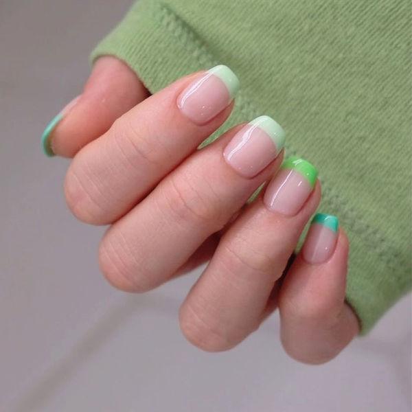 法式彩色绿色夏天美甲图片