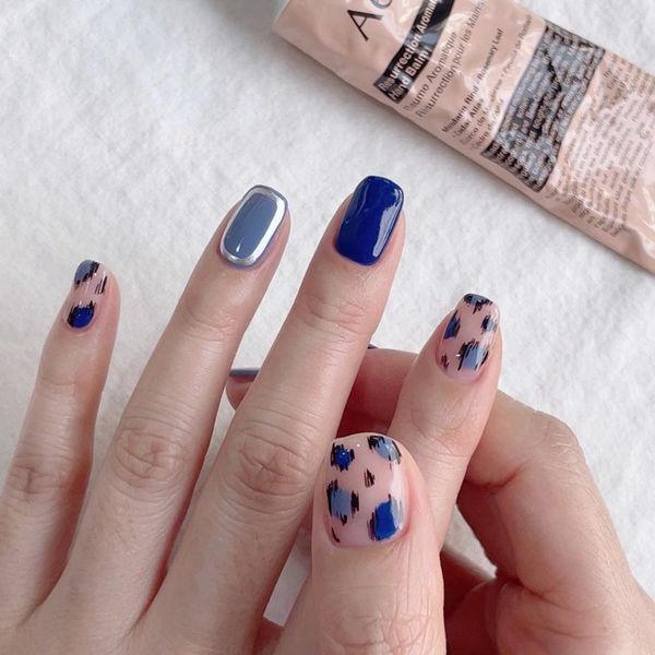 豹纹宝蓝色美甲图片