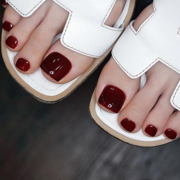 脚甲显白酒红色美甲图片