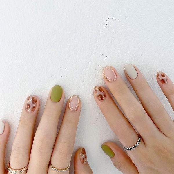 绿色白色豹纹美甲图片
