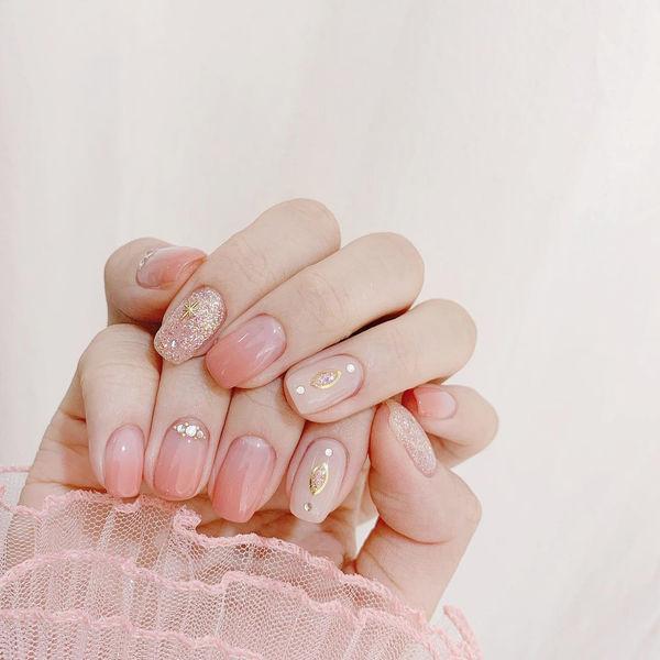 粉色美甲图片