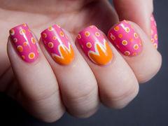 粉色橙色方圆形可爱手绘甜美粉色来做底,阳光橙来修饰,明媚的花儿,俏皮的点点,一款阳光亮丽的美甲!美甲图片
