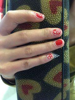 红色圆形手绘简约微信分享美甲作品美甲图片