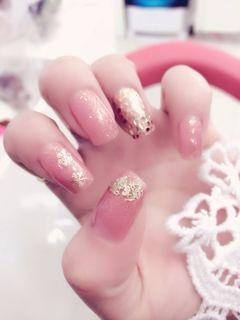 粉色方圆形法式新娘清新典雅款美甲图片