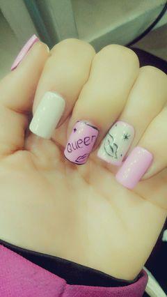 粉色圆形可爱简约美甲图片