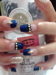 蓝色金色黑色法式简约日式可爱手绘创意光疗蓝色经典美甲图片