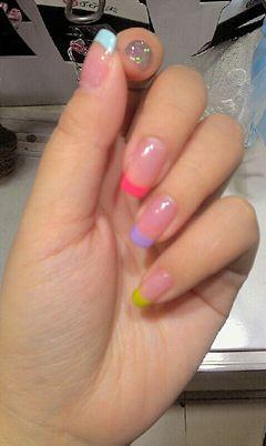 法式简约日式可爱红色粉色紫色蓝色黄色青春+活力+法式。美甲图片