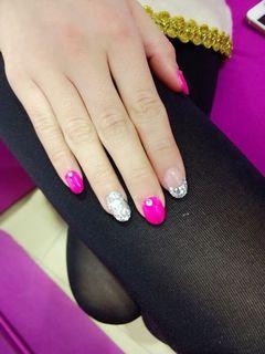 简约圆形银色粉色简单美甲图片