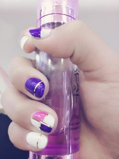 圆形粉色白色紫色其他金美甲图片