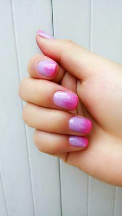 法式圆形紫色粉色渐变挺显肤色白的!美甲图片