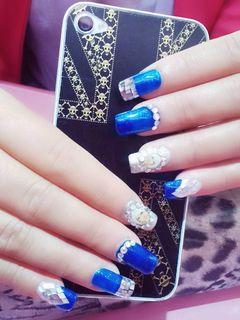 日式方圆形银色蓝色可爱宝蓝精灵美甲图片