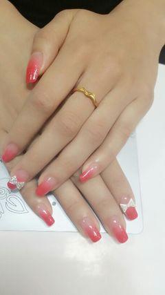 可爱渐变法式方圆形粉色桃花美甲图片
