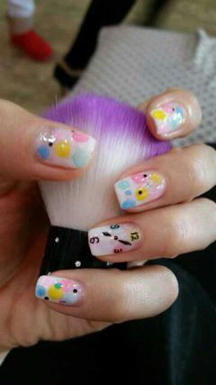 渐变可爱手绘方圆形粉色可爱的指甲,让你的指尖更俏丽!美甲图片