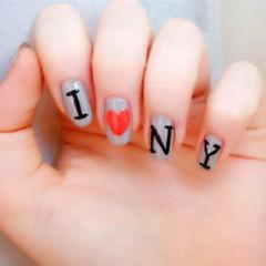 灰色圆形简约我爱纽约主题,灰色字母美甲美甲图片