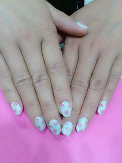 白色蓝色粉色光疗创意手绘可爱日式简约夏天就要小碎花美甲图片
