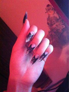 尖形紫色白色黑色法式渐变法拉利甲片深紫琉璃银白指尖渐变,高贵又时尚美甲图片