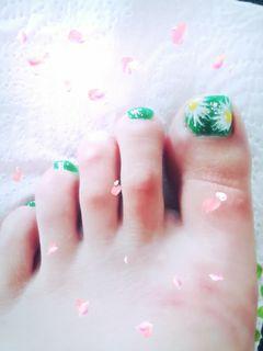 手绘简约绿色脚炎热的夏天来一抹清新的绿色!(请亲们忽略我的肥脚丫)美甲图片