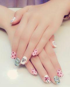 可爱日式白色蓝色红色方圆形小朋友的手,可爱吧!美甲图片